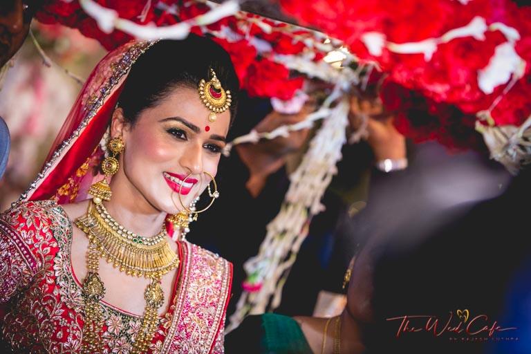 bride candid wedding photoshoot