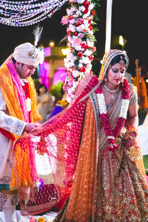 Hold the Edge of your Bridal Dupatta