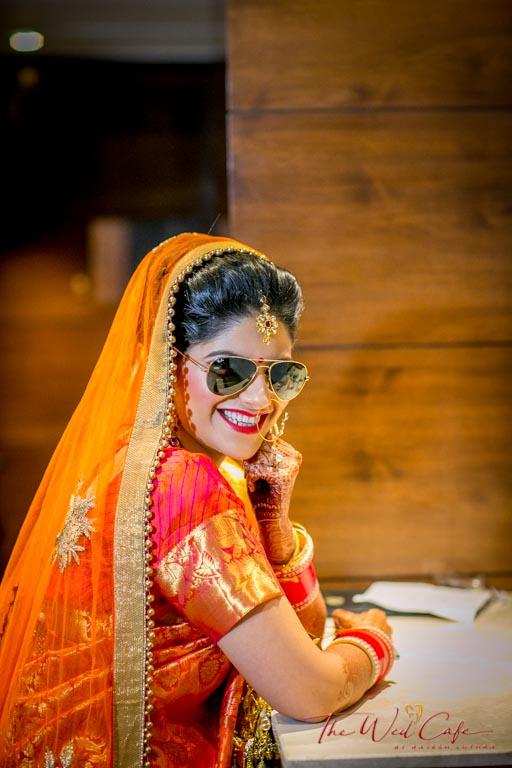 wedding photoshoot pose