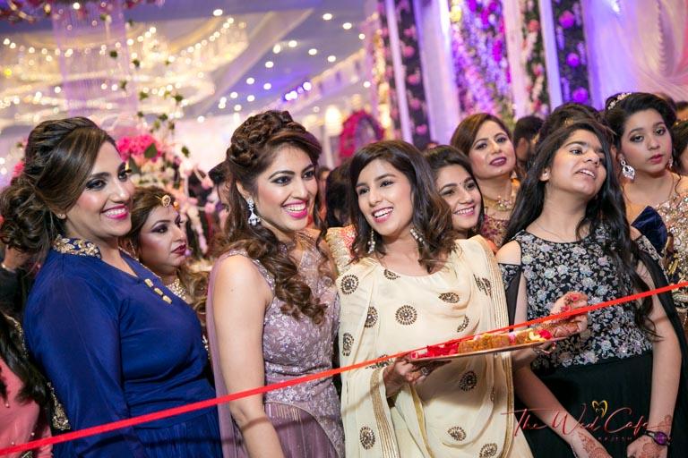 bride group wedding photoshoot